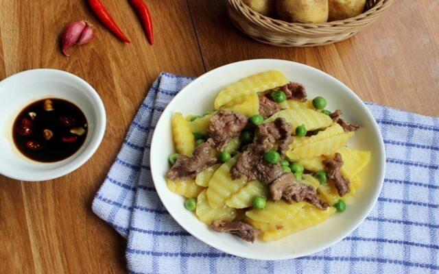 Mẹo làm món thịt bò xào khoai tây mềm và ngon