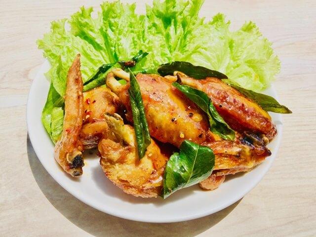 Cách làm nấu thịt gà rang lá chanh