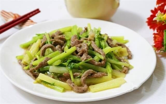 Hướng dẫn nấu món thịt bò xào cần tây tại nhà