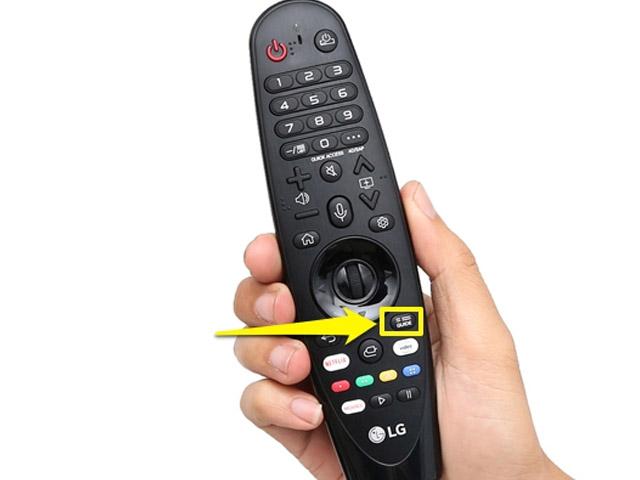 """Bấm phím """"Guide"""" trên Điều khiển Tivi LG"""