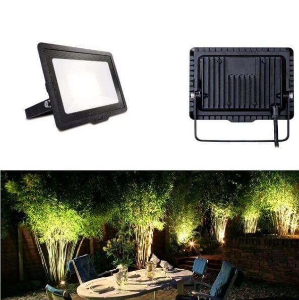 Sản phẩm đèn LED pha này có thể chống nước, chống bụi rất tốt