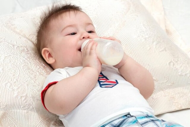 Cách pha sữa Friso cho trẻ sơ sinh