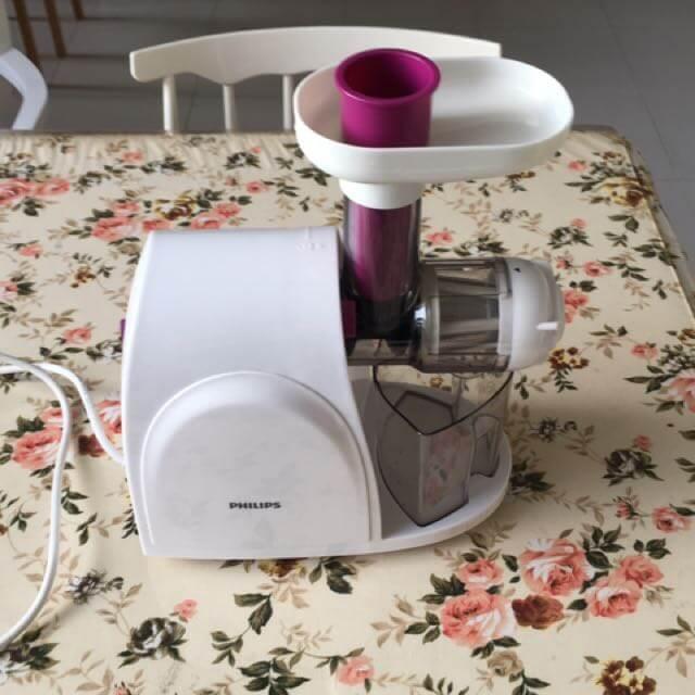 Với Philips HR1830, bạn có thể làm ra những ly nước ép thơm ngon cho gia đình mình
