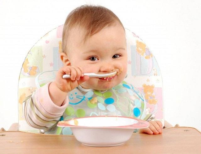 Sử dụng bột ăn dặm Hipp sẽ giúp trẻ tăng cân đều; cao lớn và thông minh