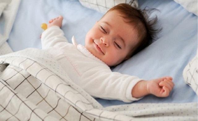 Cha mẹ nên tập cho bé thói quen ngủ riêng ngay từ khi còn nhỏ