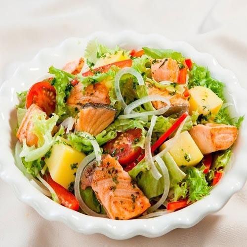 Salad rong nho cá hồi hấp dẫn